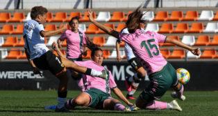 Lance del partido Valencia - Betis Féminas (Foto: EP)