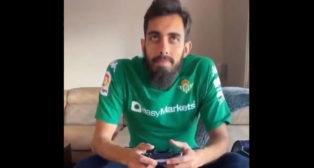 Borja Iglesias, con la camiseta del Betis, preparado para jugar LaLiga Santander Challenge.