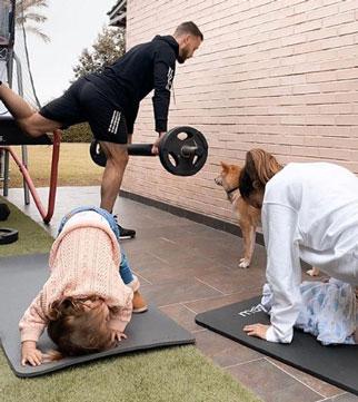 Canales hace ejercicio junto a su familia en el jardín de su domicilio (Imagen: @sergiocanalesoficial)