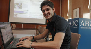 Edu, en una charla con los lectores de ABC Sevilla (Foto: Raúl Doblado)