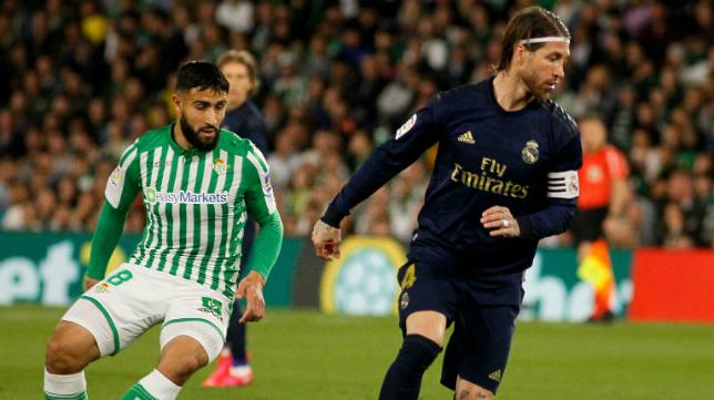 Fekir, junto a Sergio Ramos en el Real Betis - Real Madrid (Foto: Manu Gómez)