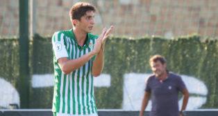 Edgar aplaude a su equipo ante el lamento de Galván en el Betis Deportivo - Utrera (Foto: Real Betis)
