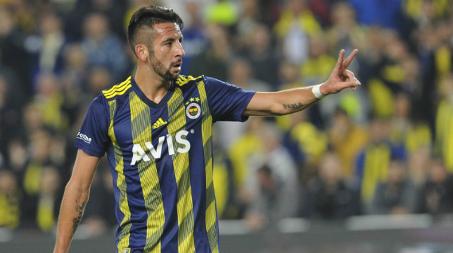 Mauricio Isla, en un partido con el Fenerbahçe