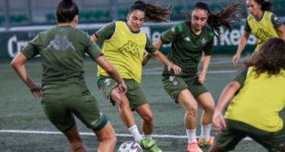 La jugadoras del Betis Féminas disputan un partidillo de entrenamiento durante la pretemporada (Foto: RBB)