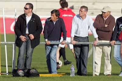 Betis: Chaparro y Momparlet asisten a un partido del filial en la Ciudad Deportiva