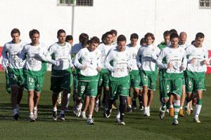 Real Betis: La plantilla quiere retrasar la marcha y la vuelta