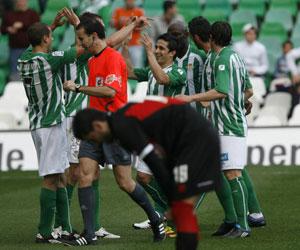 Betis: Los jugadores celebran uno de los tantos marcados al Rayo