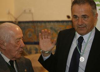 Betis: Gordillo junto a Alfonso Jaramillo en el acto de ayer