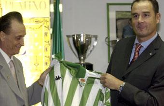 Betis: Víctor y Lopera en la presentación del maño como entrenador del Betis en su primera etapa