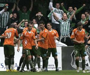 Betis: Los jugadores celebran uno de los goles en Cartagonova