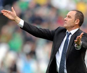 Betis: Víctor Fernández gesticula durante un partido de la pasada temporada