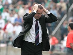 Betis: Víctor Fernández, con las manos en la cabeza durante un partido