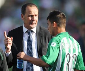 Victor, dando instrucciones a Sergio León