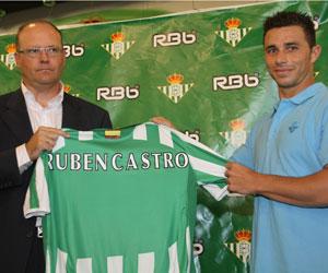 Betis: Rubén Castro en su presentación junto a Pepe Mel