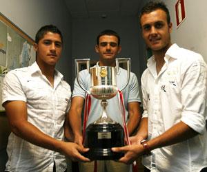 Sevilla: Hugo, Ramón Tejada y Cala posan con la Copa del Rey