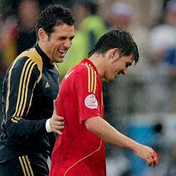 Sevilla FC: Palop sonrie junto a Villa tras el primer partido de España en la Euro