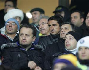 Sevilla FC: Jiménez, viendo el partido del Fenerbahçe