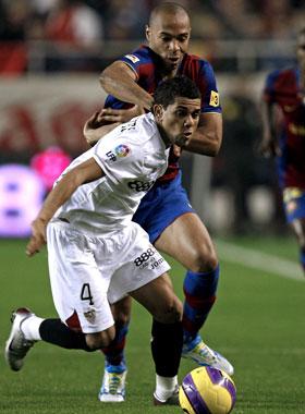 Sevilla: Alves lo da por hecho