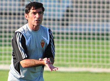 Sevilla FC: Marcelino alienta a sus jugadores durante un entrenamiento