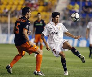Sevilla FC: José Carlos intenta una jugada en un partido con el Sevilla