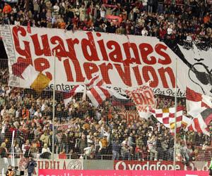Los radicales del Sevilla se enfrentaron a los del Karpaty