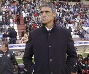 Álvarez en la banda del estadio Nuevo José Zorrilla