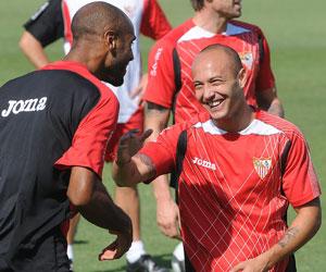 Sevilla FC: Chevantón en un entreno de la pasada temporada