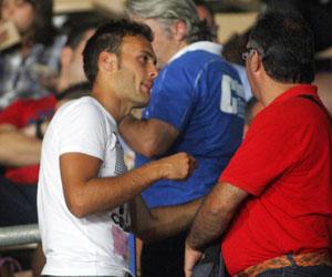 Sevilla FC: Cala dialoga con su agente durante el Xerez-Cartagena de ayer