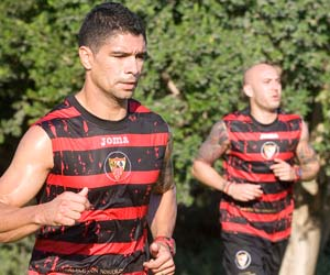 Renato, corriendo junto a Chevantón
