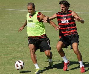 Luis Fabiano se cae de la lista, Escudé vuelve