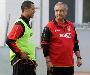 Luis Fabiano, junto a Gregorio Manzano