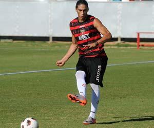 Cáceres se va recuperando y podría llegar ante el Athletic