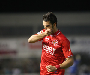 Negredo celebra uno de los goles al Real Unión