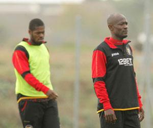 Sevilla: Zokora, a la derecha, fue el mejor del partido