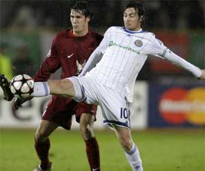 Sevilla FC: César Navas, en segundo término, en un partido con el Rubin Kazan