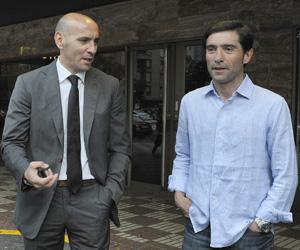 Monchi y Marcelino, ayer frente al hotel donde se aloja el técnico
