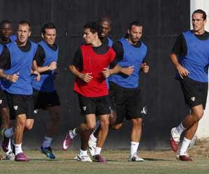 Sevilla: Los jugadores del Sevilla, en el entrenamiento de ayer