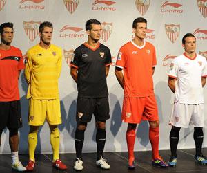 Sevilla: Presentación de las camisetas de esta temporada