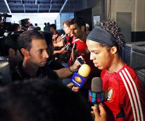 Giovani atiende a los medios de comunicación