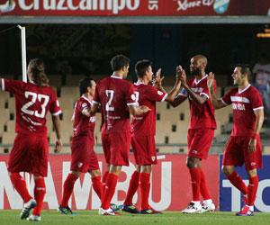 Los jugadores sevillistas celebran un gol ante el Xerez