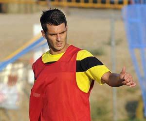 Sevilla FC: Spahic señala en un entrenamiento del Sevilla