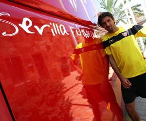 Sevilla FC: Escudé vive su séptima temporada como jugador del Sevilla FC
