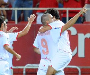 Sevilla FC: Negredo celebra uno de los goles ante el Málaga