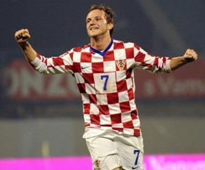 Sevilla FC: Rakitic celebra un tanto con la camiseta de Croacia