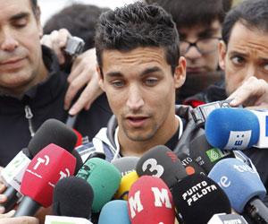Jesús Navas atiende a los medios