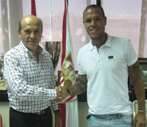 Sevilla FC: Luis Fabiano y Del Nido nada más firmar la renovación del brasileño