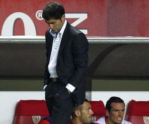 Sevilla: Marcelino, cabizbajo en el partido ante el Hannover