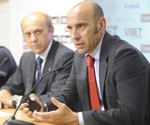 Sevilla: Monchi, junto al presidente, Del Nido