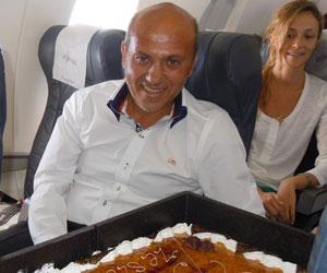 Sevilla: Del Nido celebró su cumpleaños en el avión