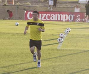 Sevilla: Gary Medel, esta semana, en su primer entrenamiento de la pretemporada